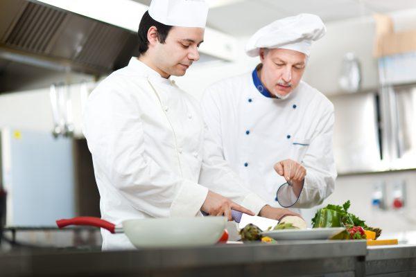 Membangun Kerjasama peralatan makan restoran