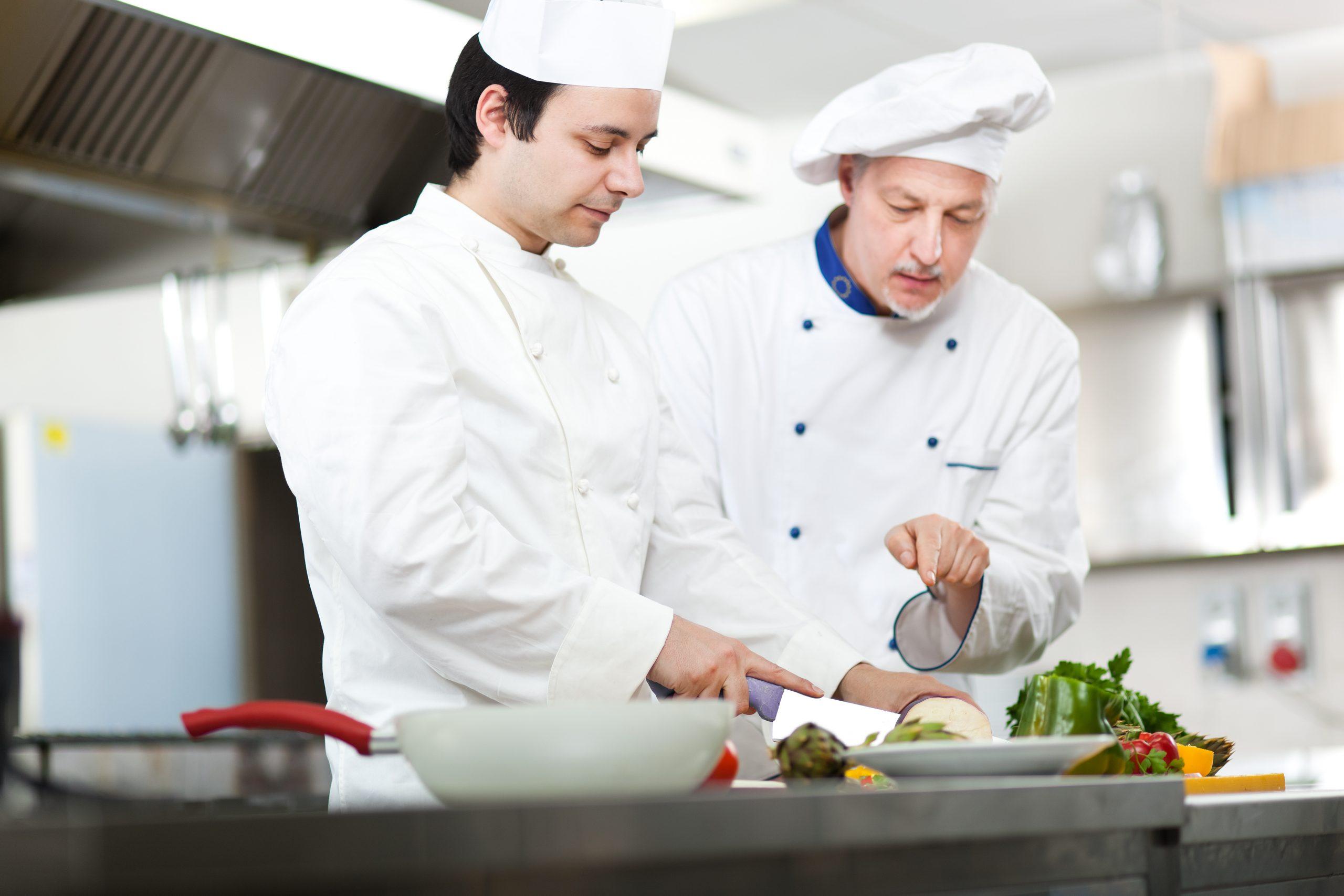Membangun Kerjasama yang Baik antar Pegawai Restoran