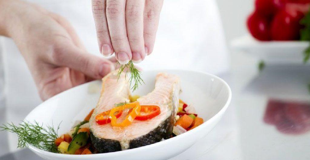 5 Tips Estetika Menghidangkan Makanan dan Alat Saji