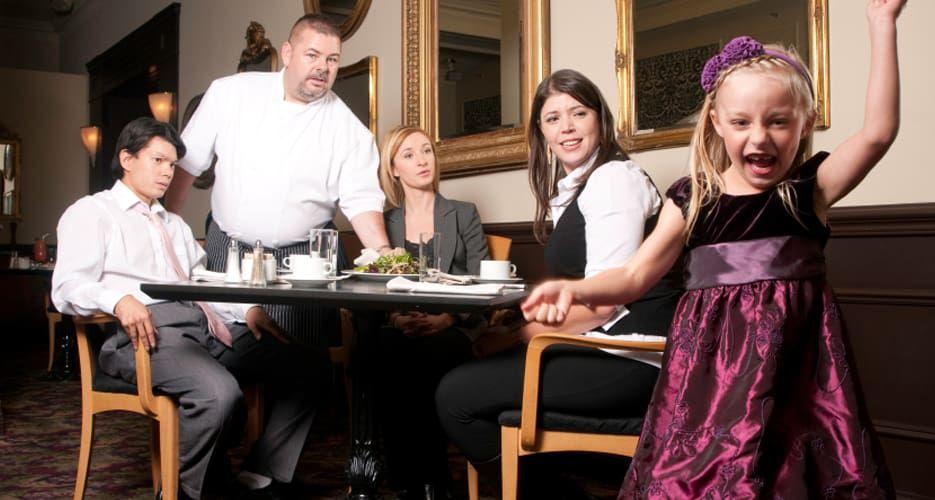 8 Kelakukan Pengunjung Restoran yang Menjengkelkan Pelayan 4