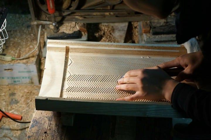 Jika Anda berkunjung ke workshop ini, Anda juga bisa melihat proses pembuatan koto dari dekat.