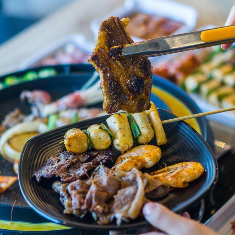 Piring Ulir Segi Empat di Resto di Resto Ssikkek Korean BBQ Buffet Jakarta