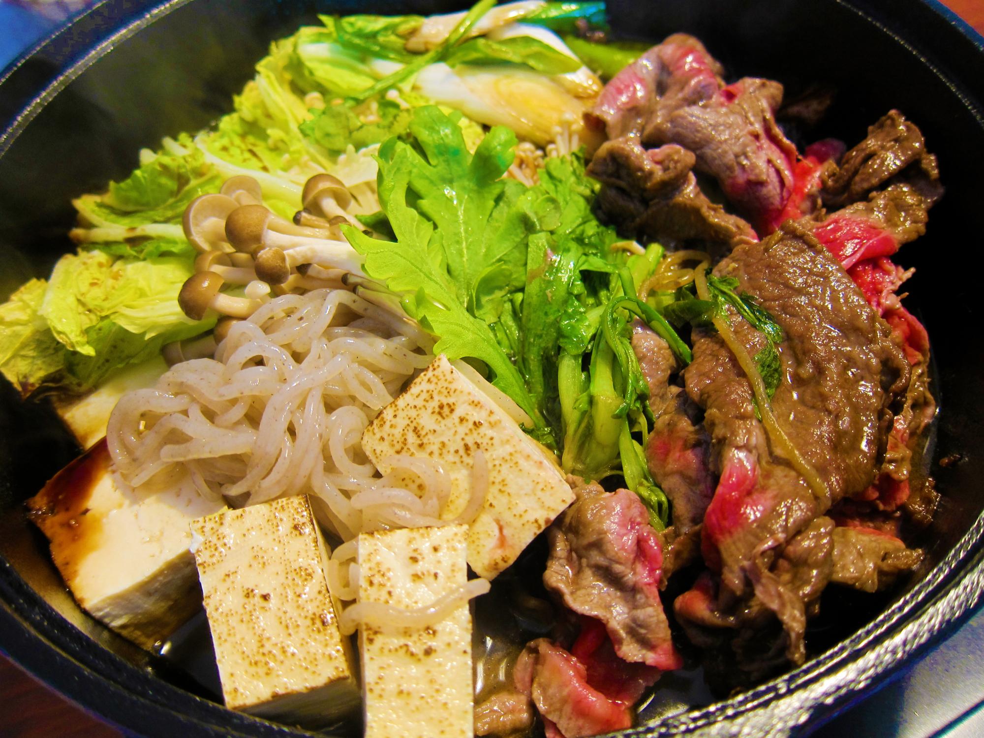 Sukiyaki, masakan daging yang terkenal dengan lagu SUKIYAKI