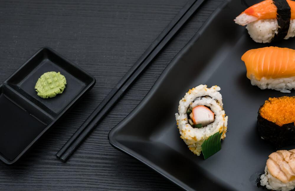 peralatan makan sushi
